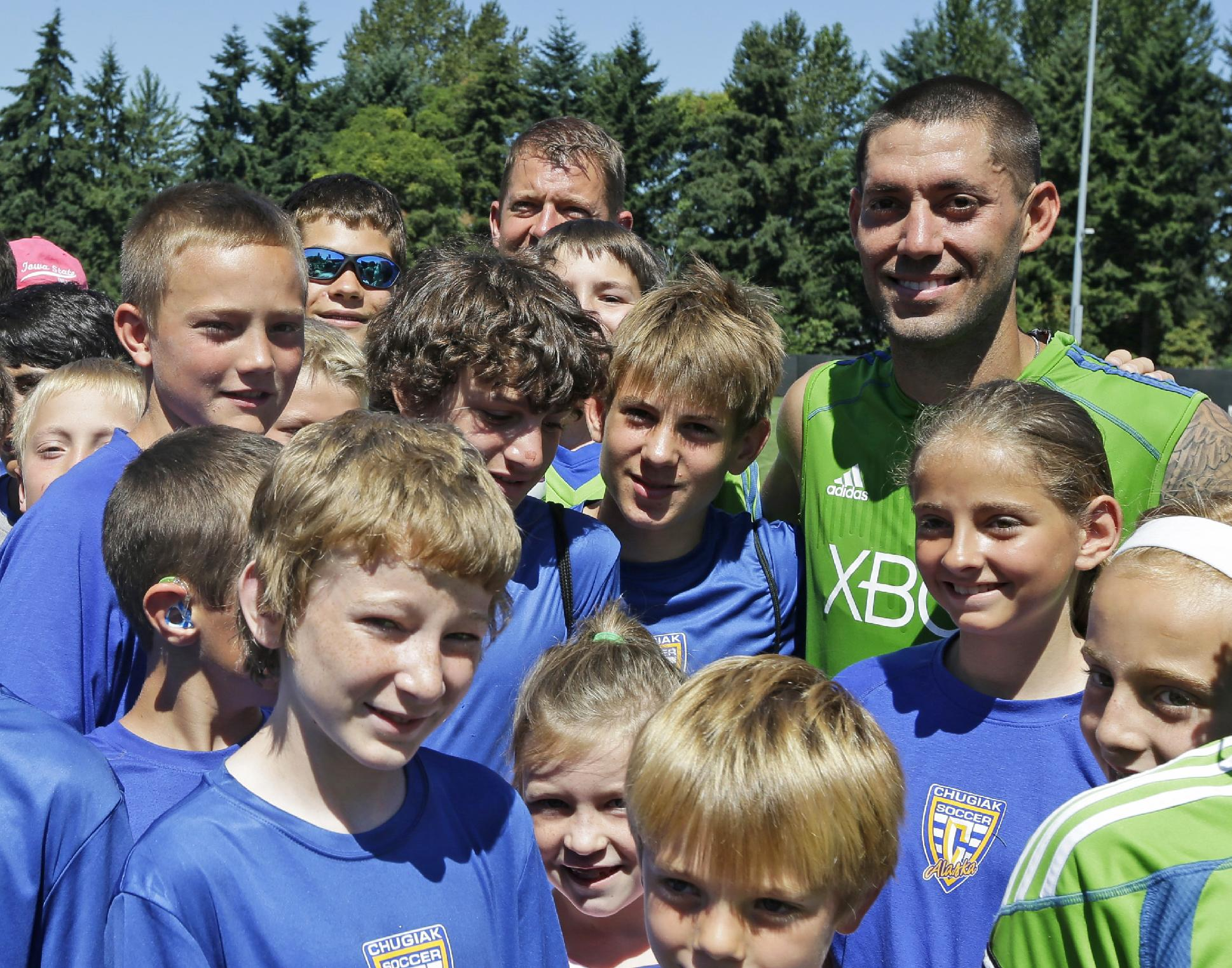 Dempsey back from World Cup, rejoins Sounders