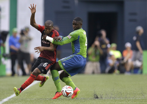 Dempsey scores as Seattle beats Portland 2-0
