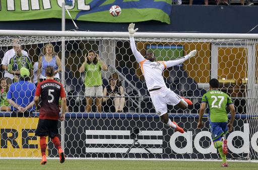 Dempsey scores as Seattle beats Portland 2-0