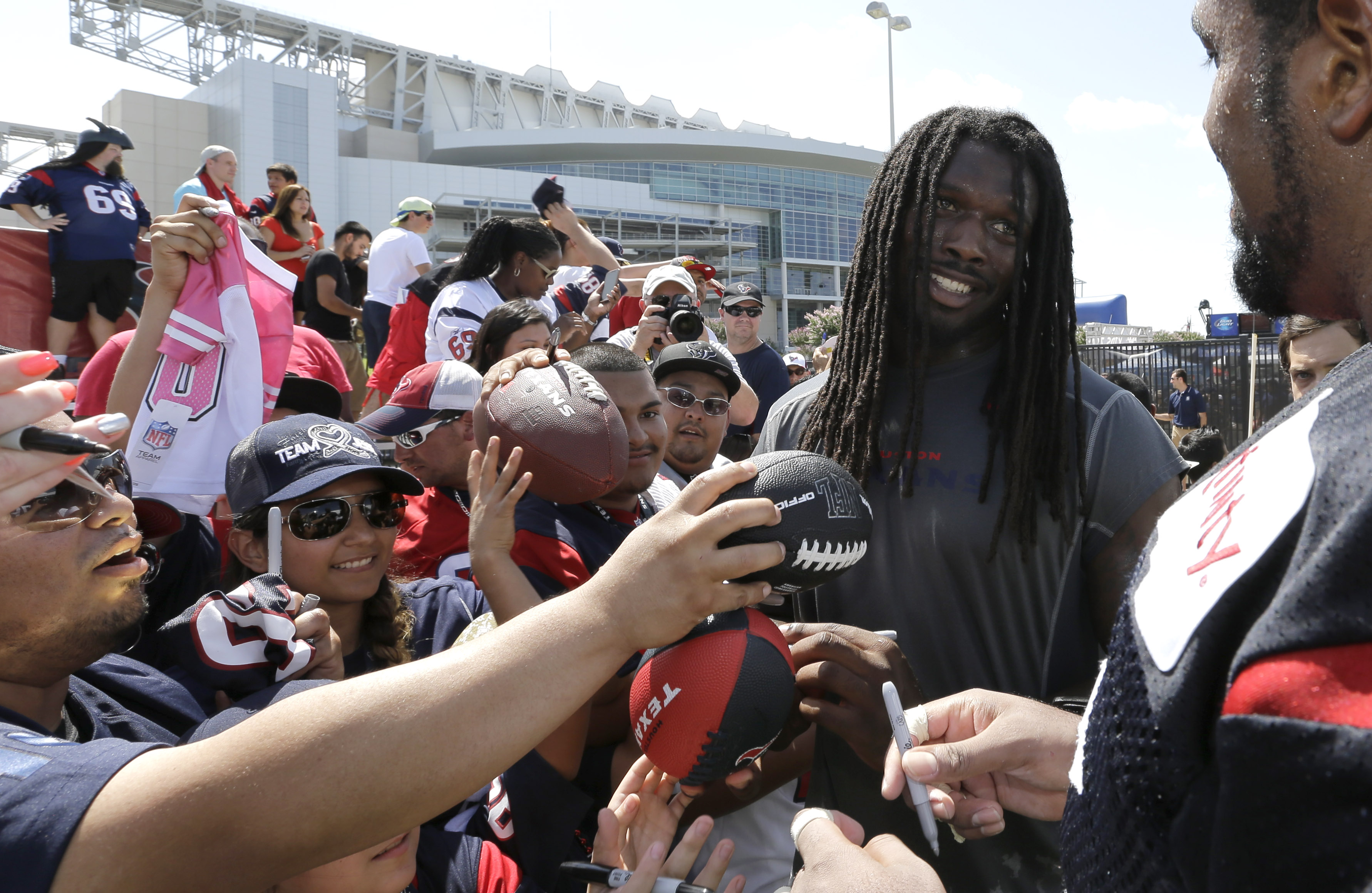 Spurrier: Clowney was not distraction