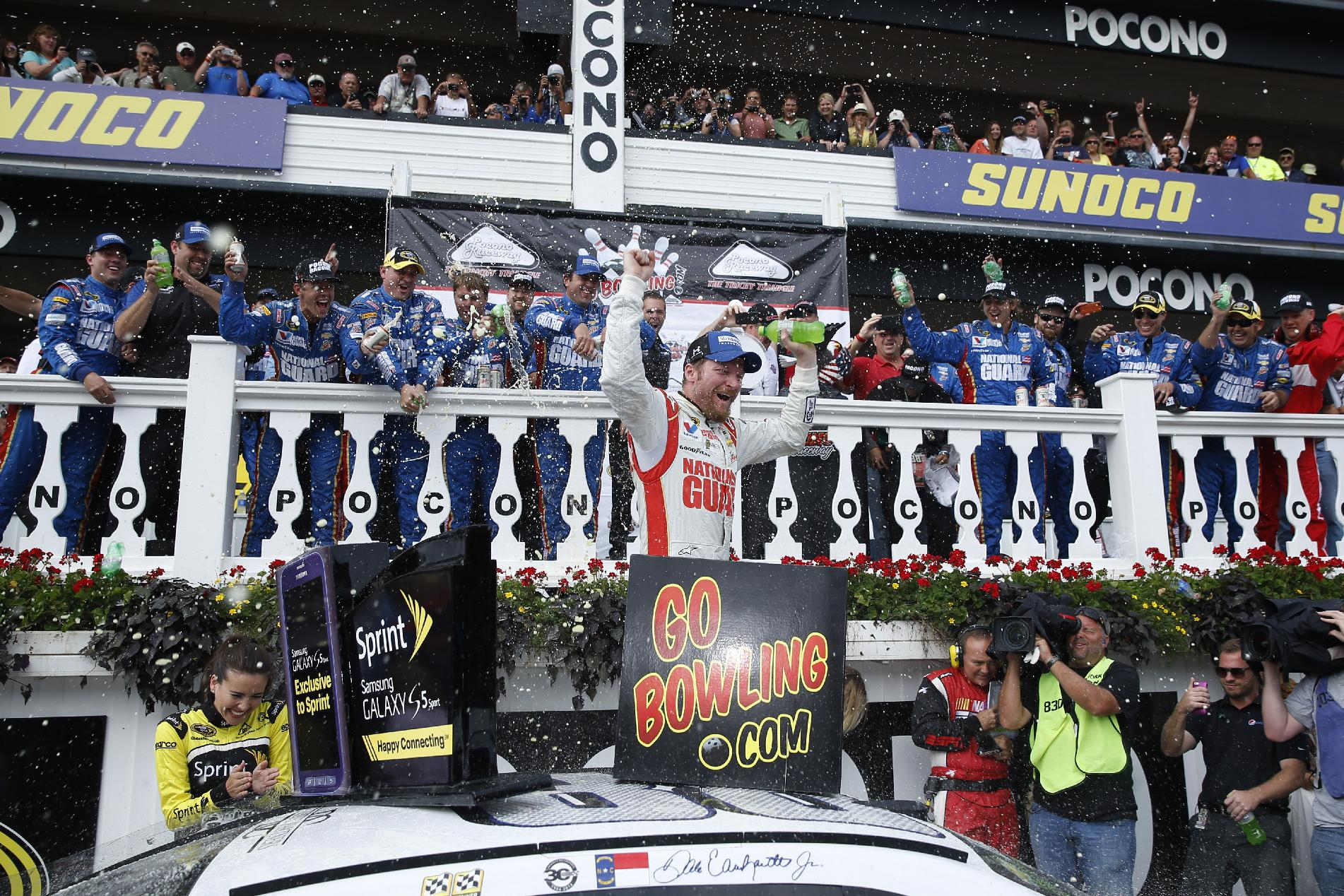 Earnhardt win completes season sweep at Pocono