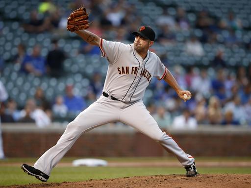 Posey helps Giants beat Cubs 5-3 in nightcap
