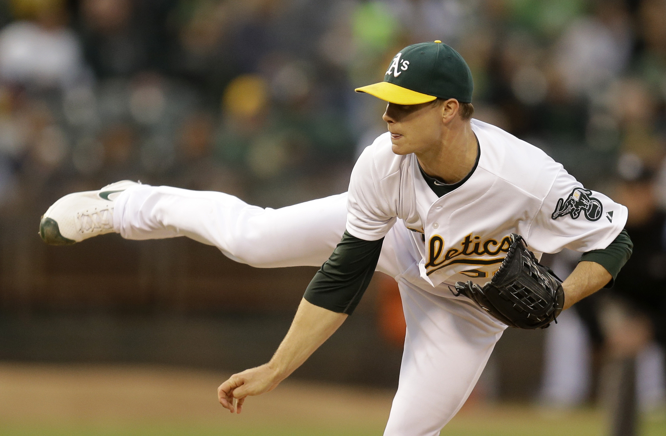 Paxton takes shutout into 8th, Mariners stop A's