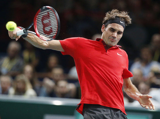Federer, Murray advance at Paris Masters