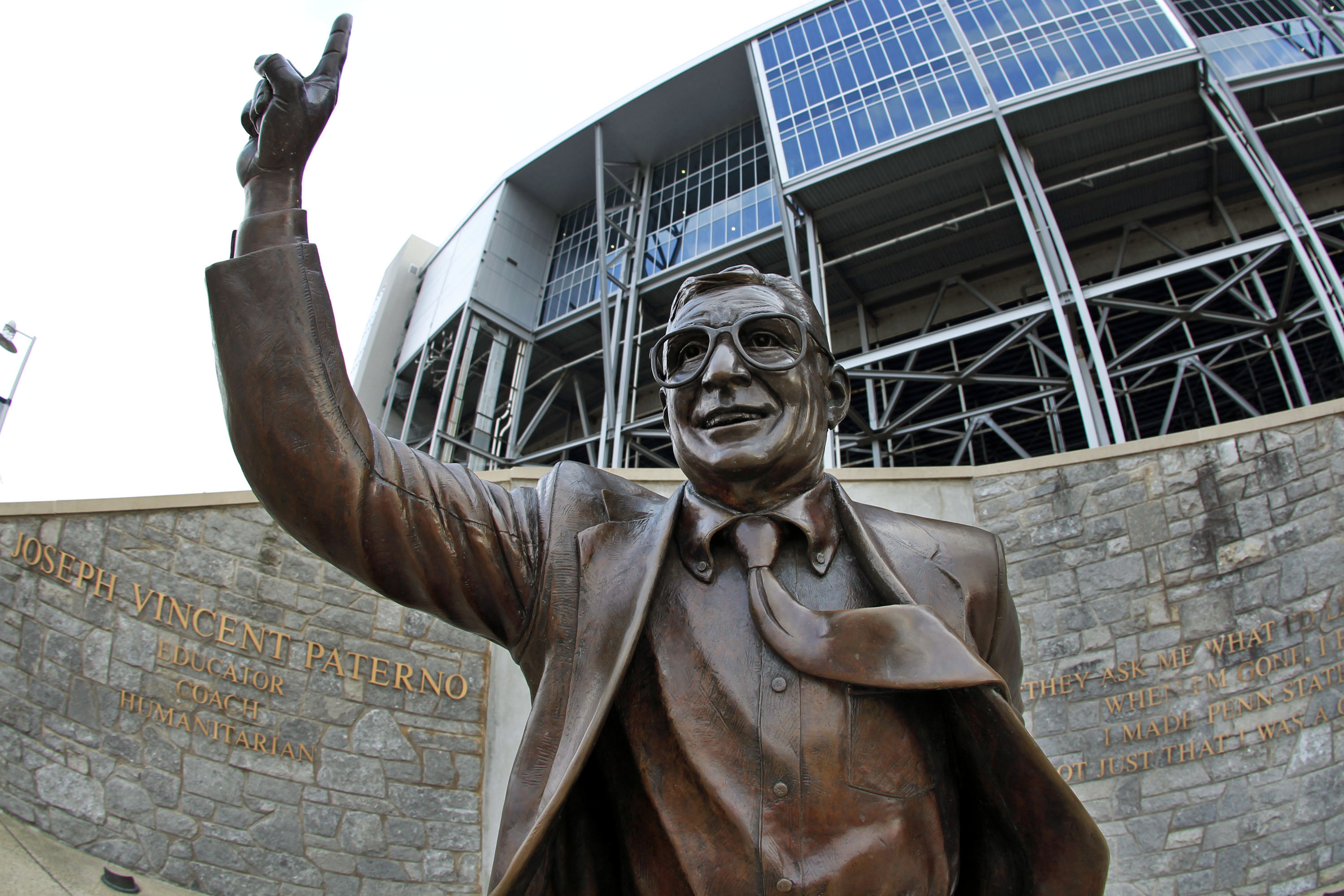 Poll says Pennsylvanians want to see Paterno statue restored