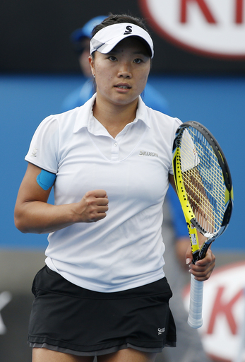 6th-seeded Nara beats Linette in 3 sets at Malaysian Open