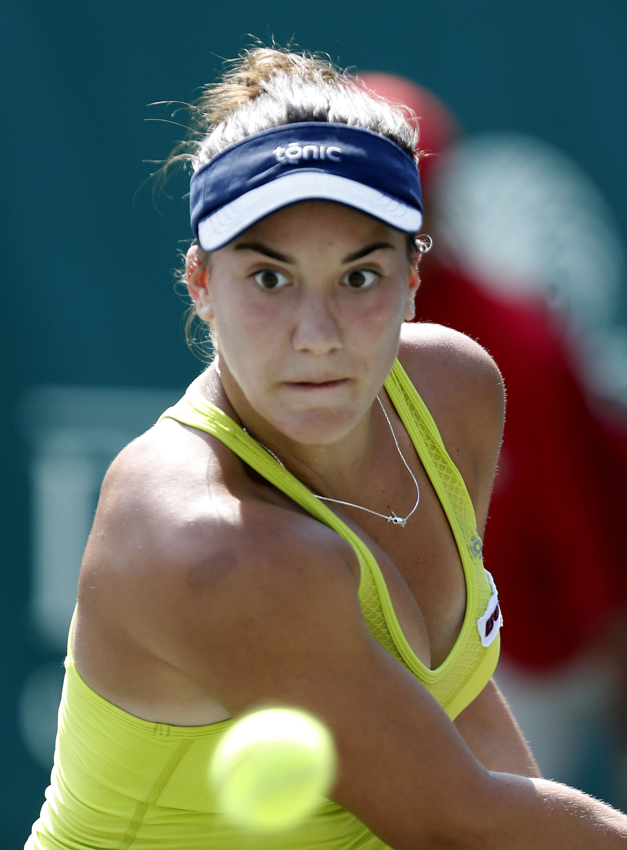 Davis beats top-seeded Bouchard in Family Circle Cup