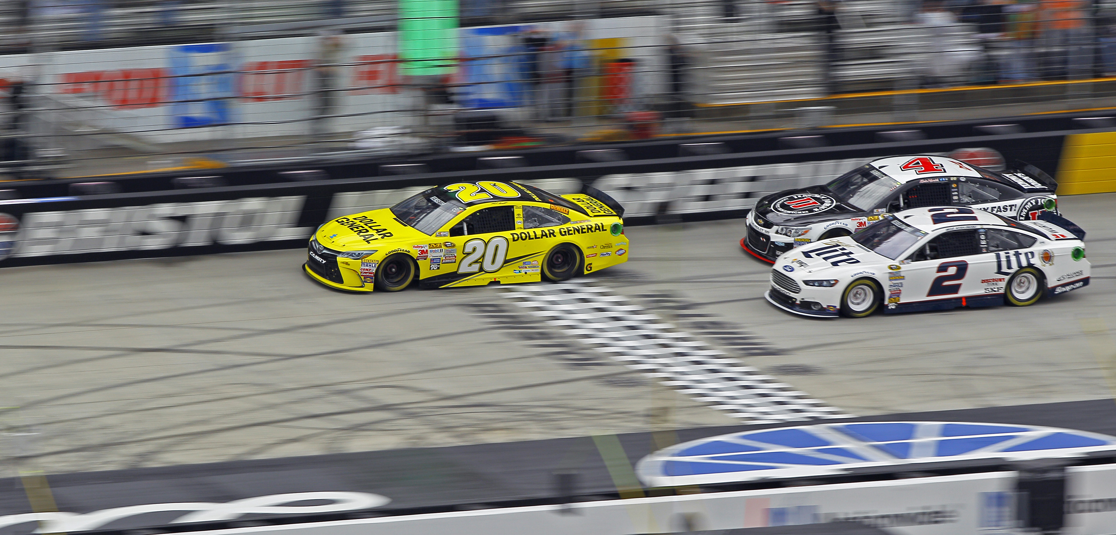 Matt Kenseth ends 51-race drought with win at rainy Bristol