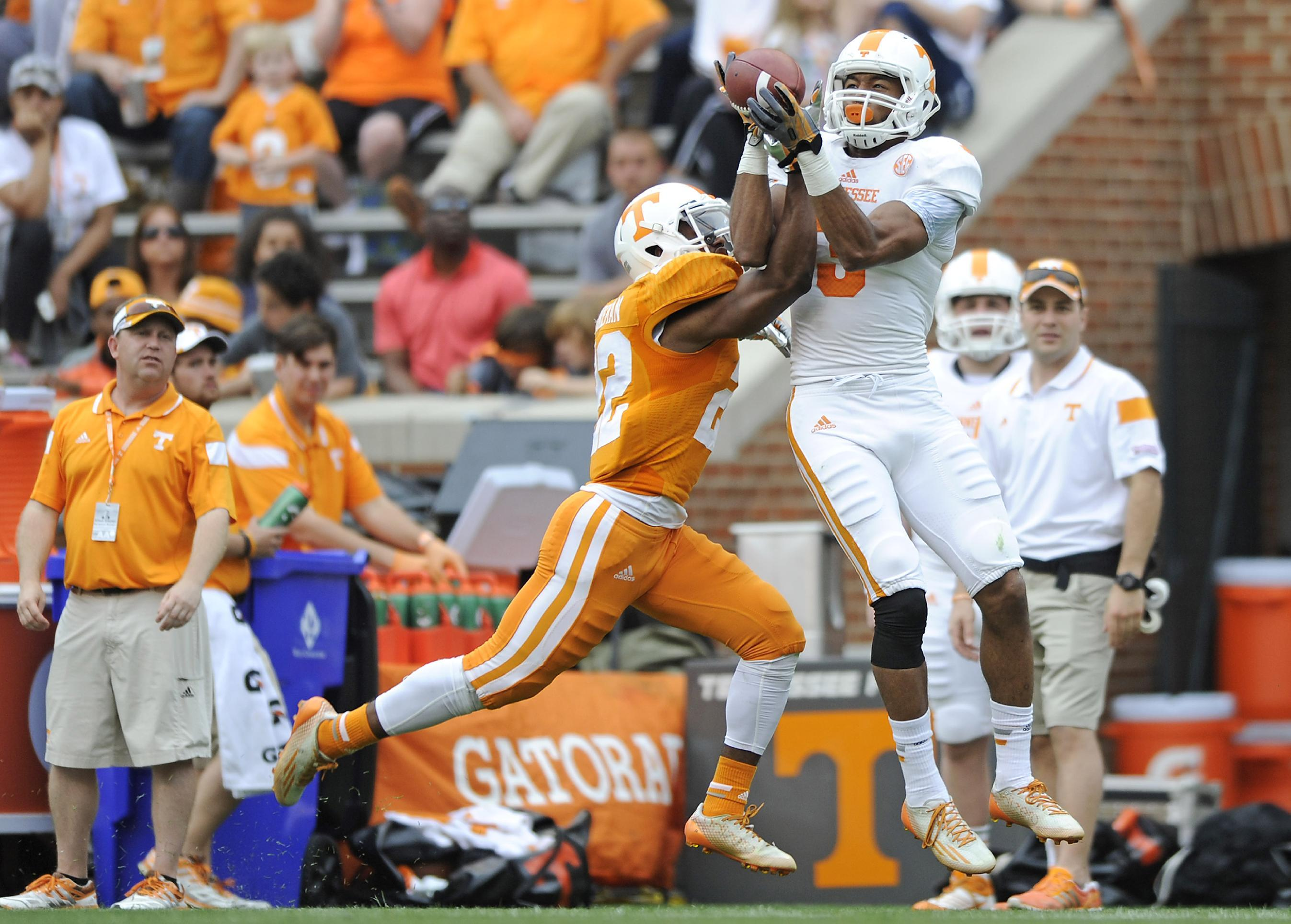Sutton's defensive TD helps Orange win Vols' spring game