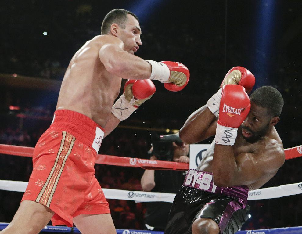 Klitschko outpoints Jennings to defend heavyweight titles