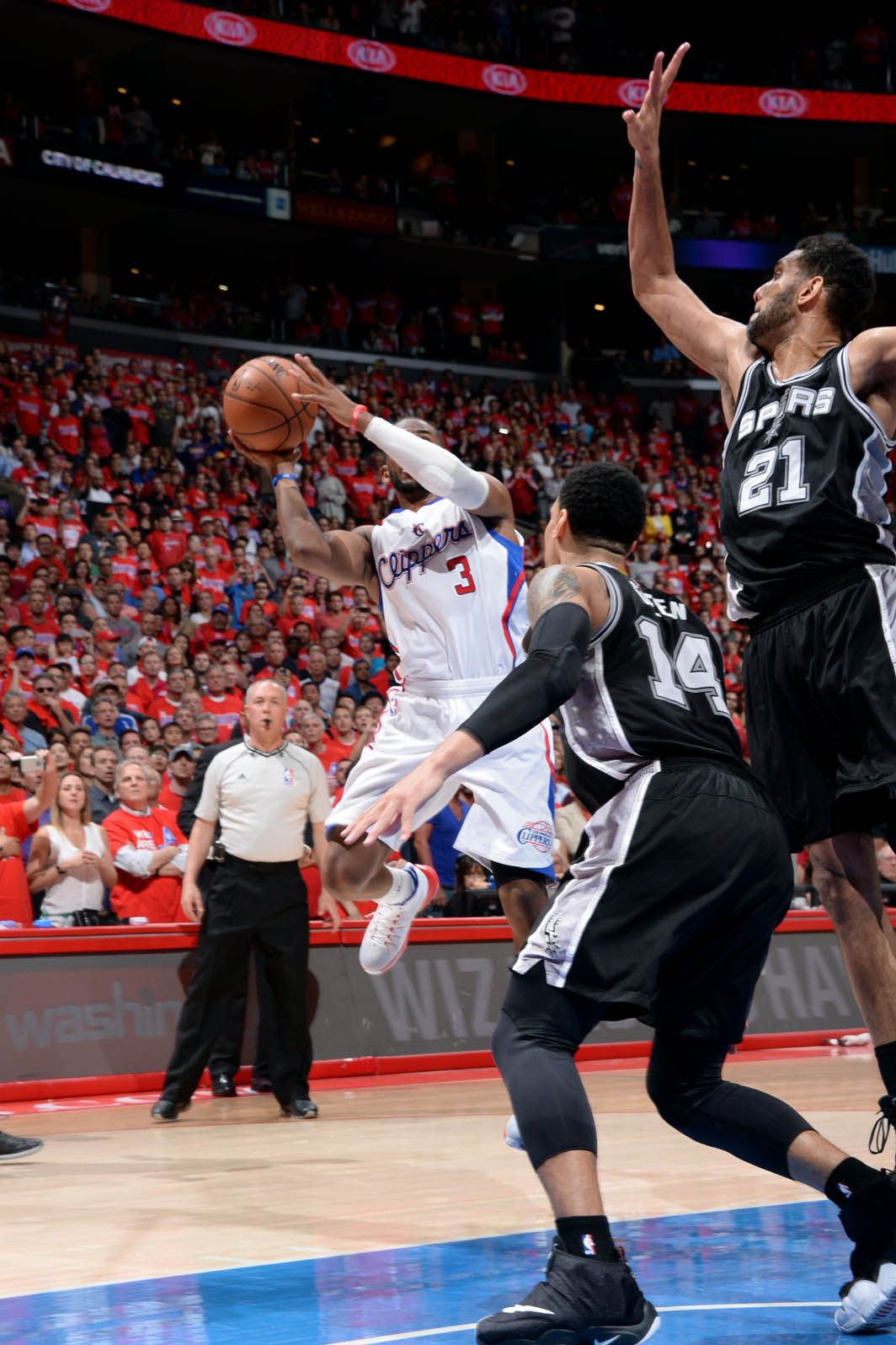 Paul lifts Clippers past Spurs, 111-109 in Game 7