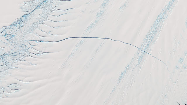 18-Mile Crack Seen by NASA in Antarctic Glacier