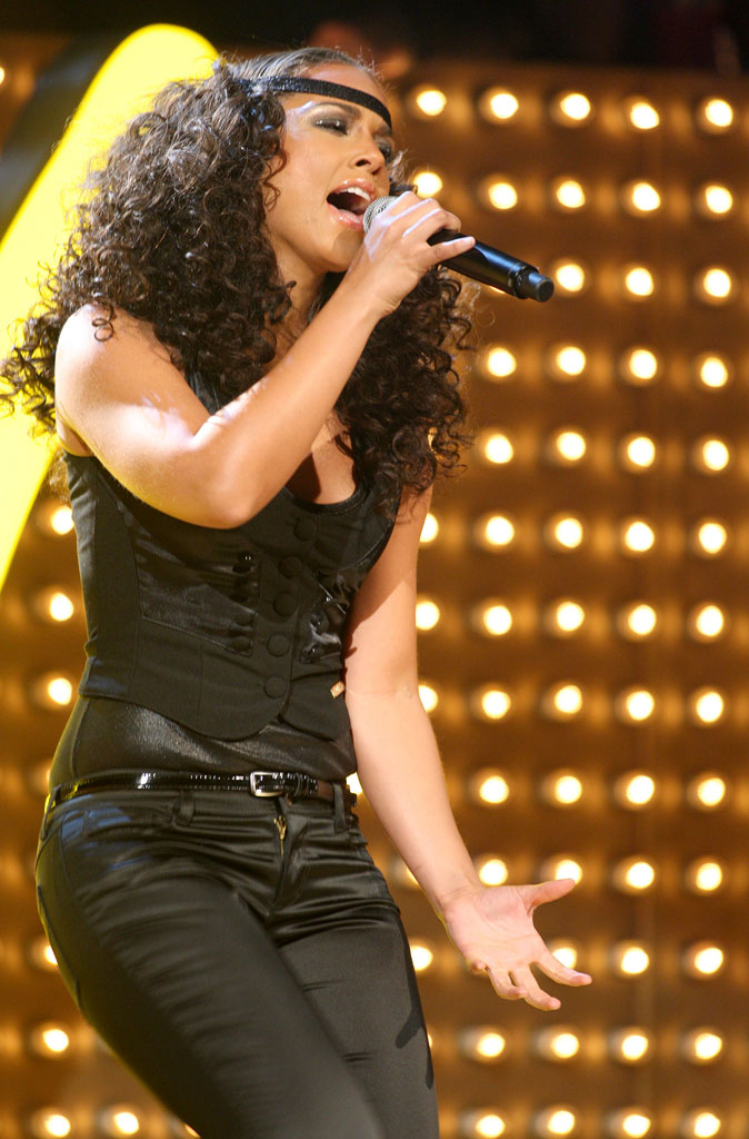 Singer Alicia Keys performs during the 2007 MTV Video Music Awards at The Palms Hotel and Casino.