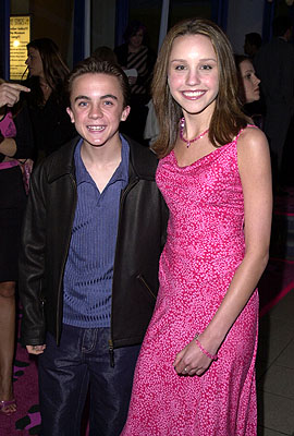 Premiere: Frankie Muniz and Amanda Bynes at the Hollywood premiere of Josie and the Pussycats - 4/9/2001