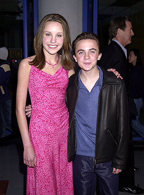 Premiere: Amanda Bynes and Frankie Muniz at the Hollywood premiere of Josie and the Pussycats - 4/9/2001