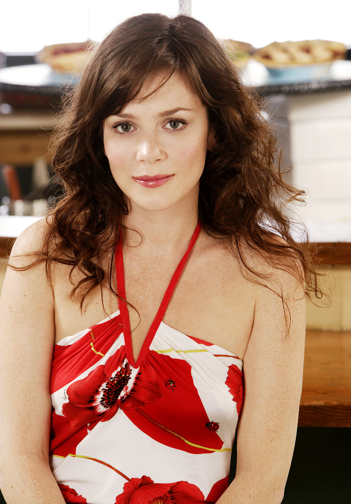 Anna Friel stars as Chuck in Pushing Daisies.
