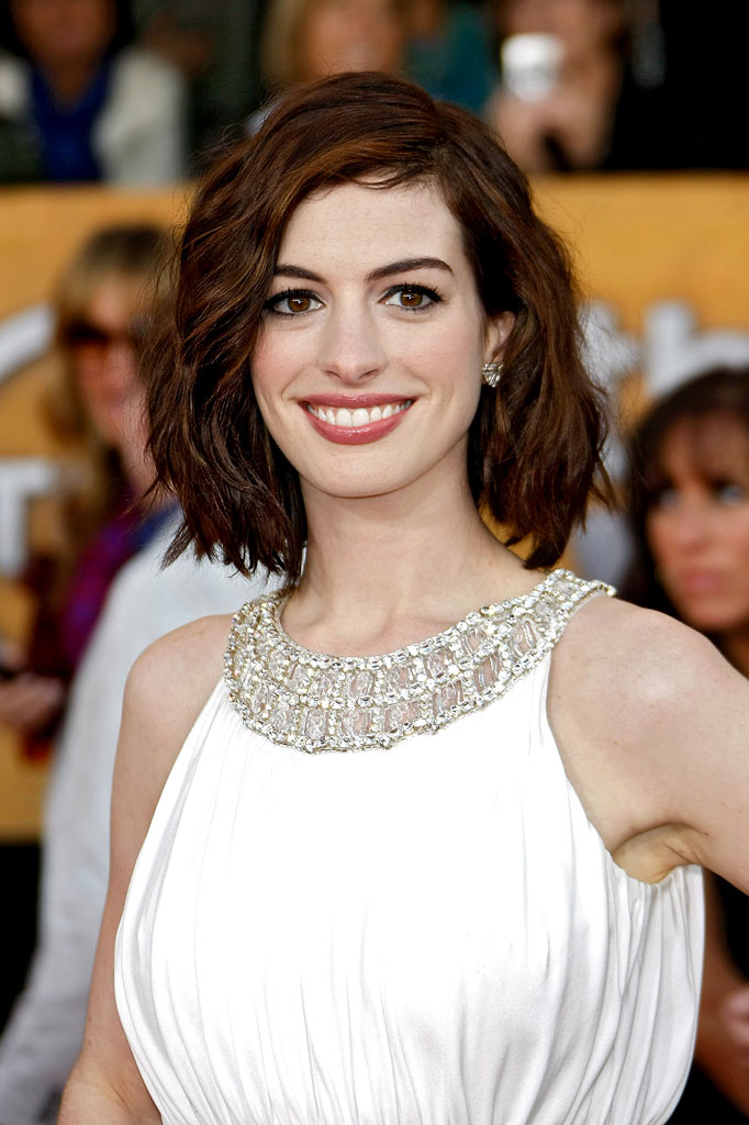 Anne Hathaway arrives at the 15th Annual Screen Actors Guild Awards held at the Shrine Auditorium on January 25, 2009 in Los Angeles, California.