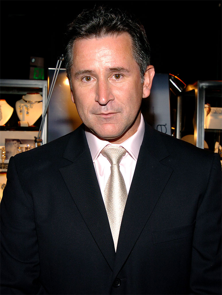 Anthony LaPaglia at the Backstage Creations 2005 Screen Actors Guild Awards - The Talent Retreat on February 5, 2005