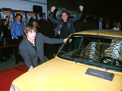 Premiere: Ashton Kutcher and Seann William Scott at the Los Angeles premiere of 20th Century Fox's Dude, Where's My Car? - 12/10/2000