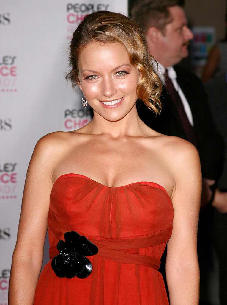 Becki Newton at The 33rd Annual People's Choice Awards.