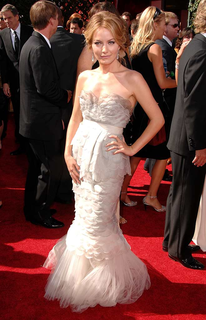 Becki Newton arrives at the 59th Annual Primetime Emmy Awards at the Shrine Auditorium on September 16, 2007 in Los Angeles, California.