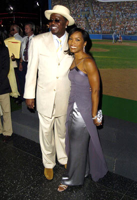 Premiere: Bernie Mac and Angela Bassett at the Hollywood premiere of Touchstone Pictures' Mr. 3000 - 9/8/2004