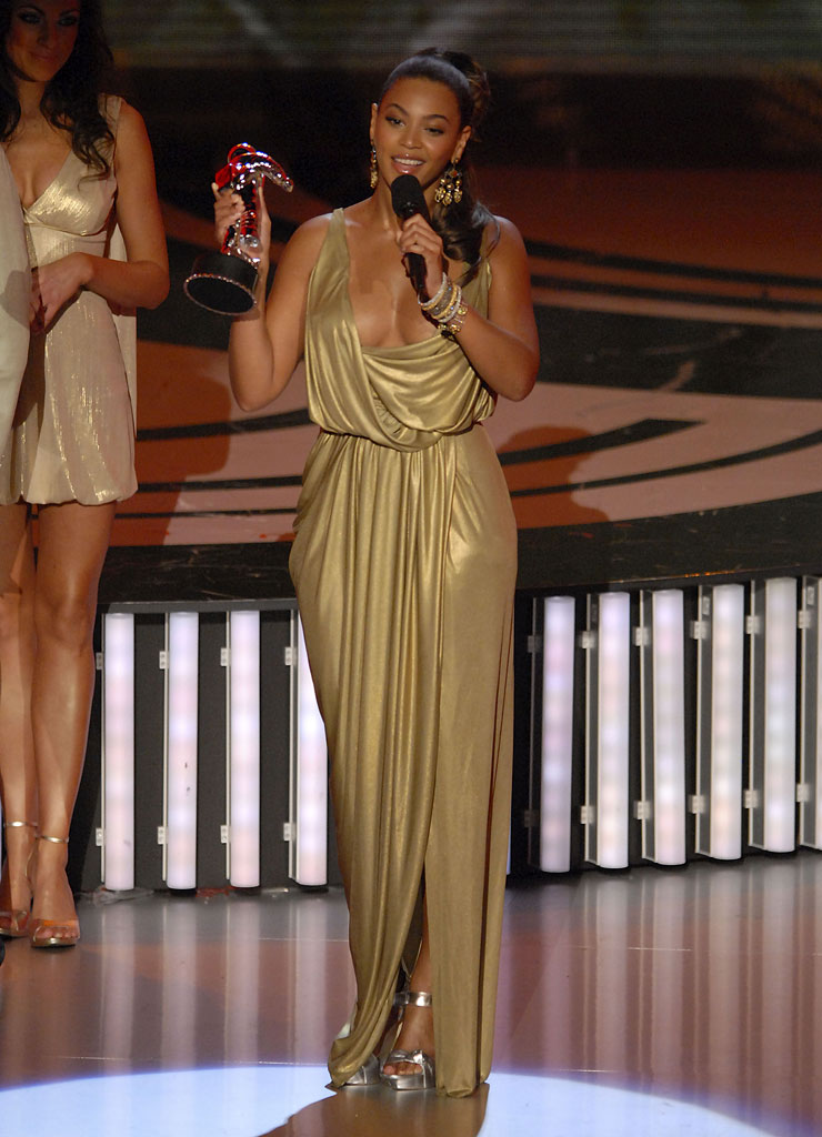 "Singer Beyonce, winner of Most Earthshattering Collaboration (with Shakira) for ""Beautiful Liar,"" accepts award onstage at the 2007 MTV Video Music Awards at the Palms Casino Resort."
