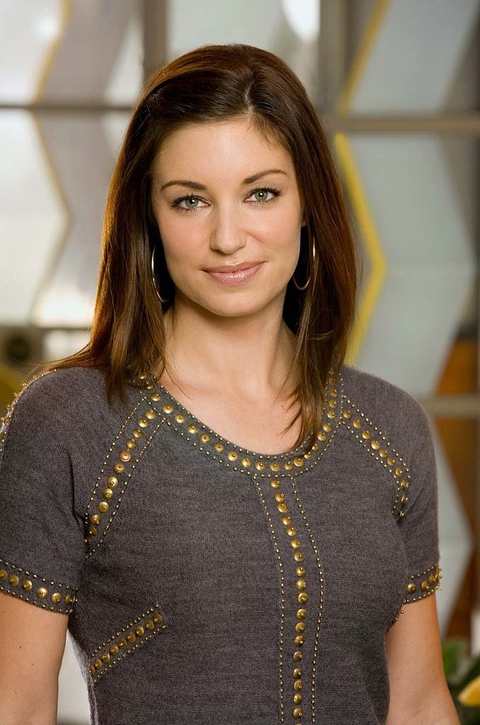 Bianca Kajlich stars as Jennifer in Rules of Engagement.