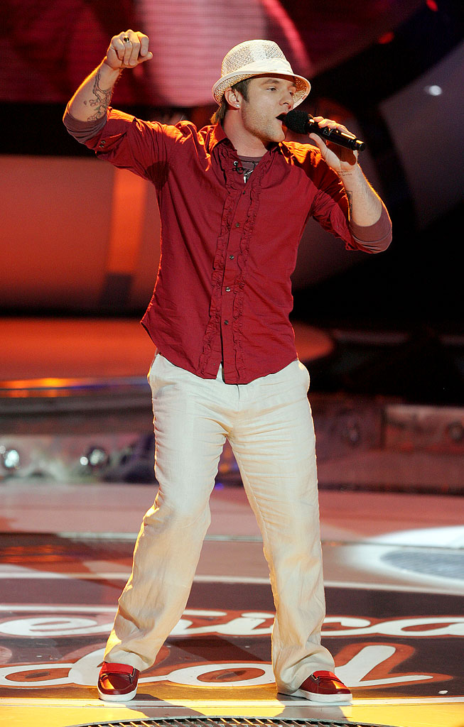 Blake Lewis performs as one of the top 8 contestants on the 6th season of American Idol.
