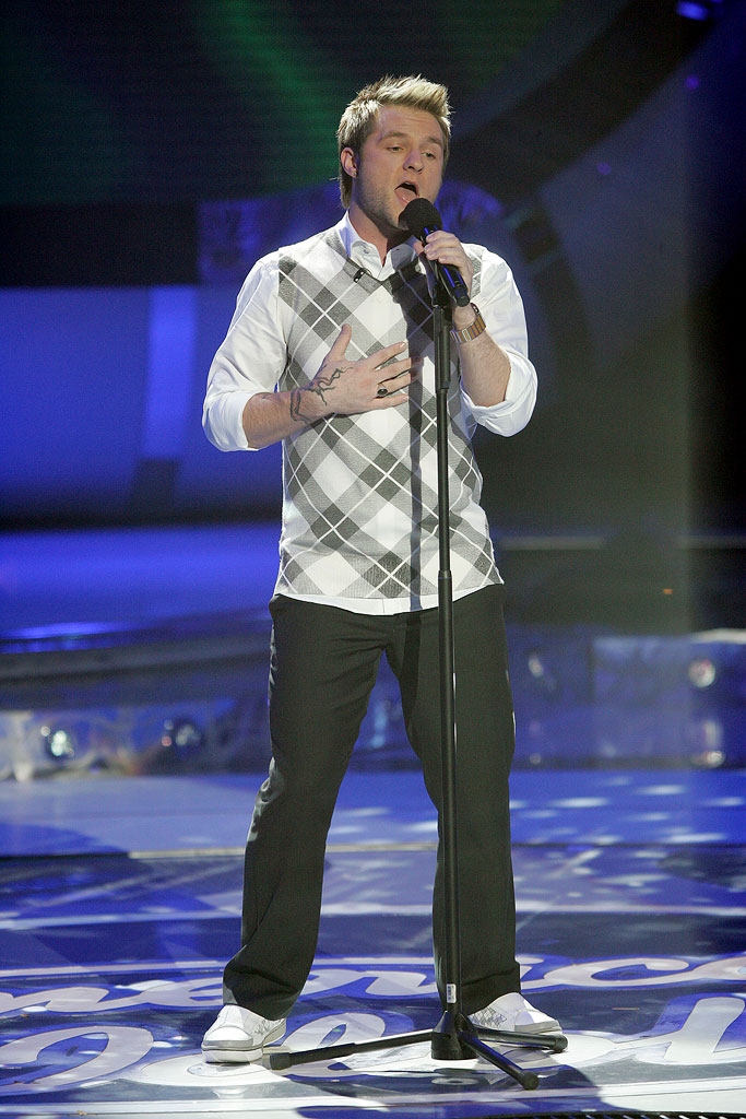 Blake Lewis performs as one of the top 7 contestants on the 6th season of American Idol.