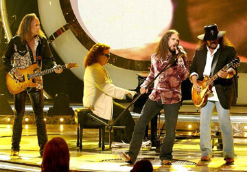 "Bo Bice and Lynyrd Skynyrd perform ""Sweet Home Alabama"" on the season finale Fox's American Idol"