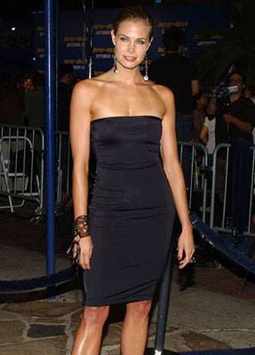 Premiere: Brooke Burns at the Westwood premiere of MGM/Columbia Pictures' Into the Blue - 9/21/2005
