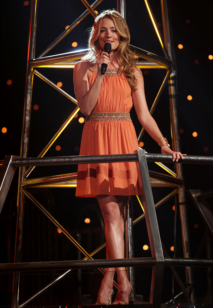 "Cat Deeley looked lovely in a pale orange Alice + Olivia dress, which she paired with Sergio Rossi heels, Melinda Maria bracelets and vintage Indian earrings, during the Top 16 performances of Season 5 of ""So You Think You Can Dance."""