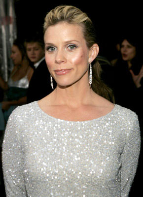 Cheryl Hines 31st Annual People's Choice Awards Pasadena, CA - 1/9/05