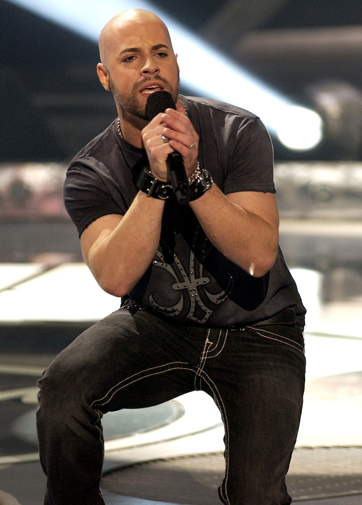 Chris Daughtry performs in American Idol, April 11, 2006, on FOX.
