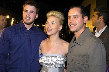 Premiere: Chris Evans, Scarlett Johansson and Brian Robbins at the LA premiere of The Perfect Score - 1/27/2004 Lester Cohen, Wireimage.com