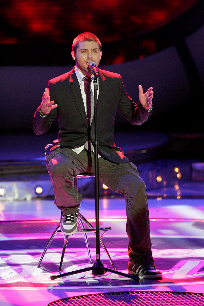 Chris Richardson performs as one of the top 6 contestants on the 6th season of American Idol.