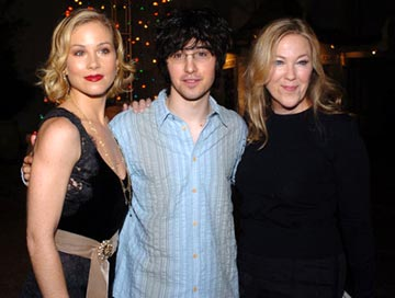 Premiere: Christina Applegate, Josh Zuckerman and Catherine O'Hara at the Hollywood premiere of Dreamworks' Surviving Christmas - 10/14/2004 Photos: www.wireimage.com/