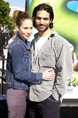 Premiere: Christina Applegate and Johnathon Schaech at the Westwood, CA premiere of DreamWorks Pictures' Shrek - 4/22/2001