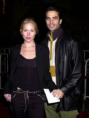 Premiere: Christina Applegate and Johnathon Schaech at the Hollywood premiere of Vanilla Sky - 12/10/2001