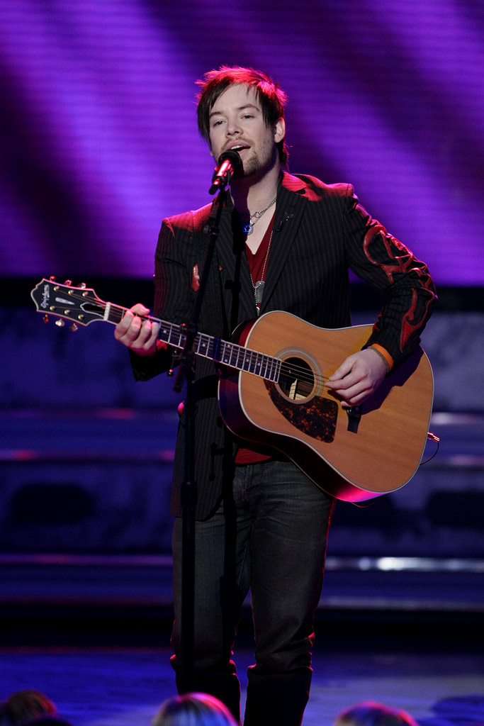 David Cook performs as one of the top 5 on the 7th season of American Idol.
