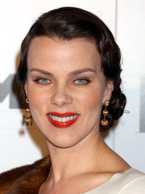 Premiere: Debi Mazar at the Hollywood premiere of Miramax Films' The Aviator - 12/1/2004