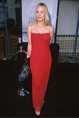 Premiere: Dedee Pfeiffer at the Mann's Village Theater premiere of Dreamworks' What Lies Beneath - 7/18/2000