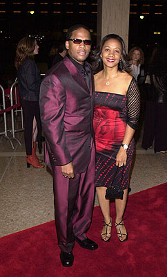 Premiere: D.L. Hughley with his wife at the Century City premiere of Screen Gems' The Brothers - 3/21/2001