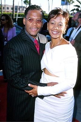 Premiere: D.L. Hughley and his wife at the Hollywood premiere of Paramount's The Original Kings of Comedy - 8/10/2000