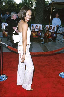 Premiere: Elise Neal at the Universal City premiere of Universal's Nutty Professor II: The Klumps - 7/24/2000