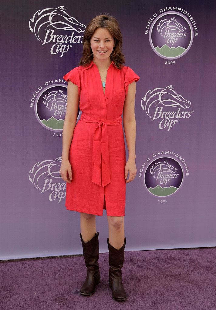 Elizabeth Banks attends the Breeders' Cup World Thoroughbred Championships at Santa Anita Park on November 7, 2009 in Los Angeles, California.