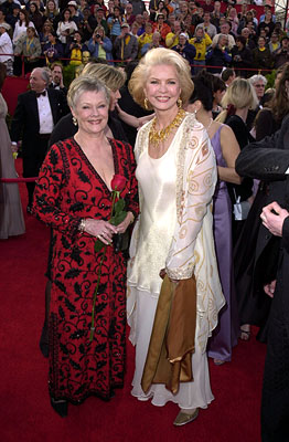 Judi Dench and Ellen Burstyn 73rd Academy Awards Los Angeles, CA  3/25/2001