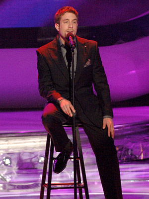 Elliott Yamin performs on May 2 FOX's American Idol