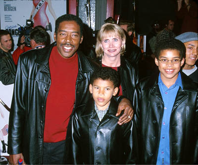 Premiere: Ernie Hudson and his family at the Hollywood premiere of Warner Brothers' Miss Congeniality - 12/14/2000